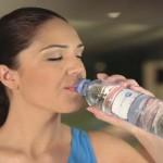 ¿Un nuevo estudio muestra que beber agua antes de las comidas ayuda a adelgazar?